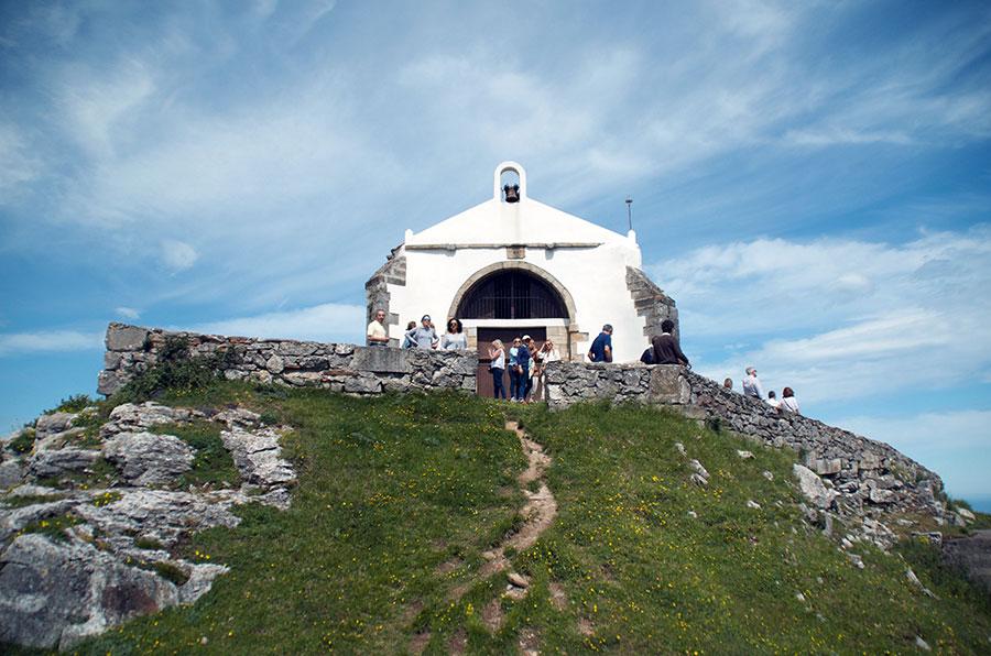 Ermita de las Nieves y Queseria Quesoba