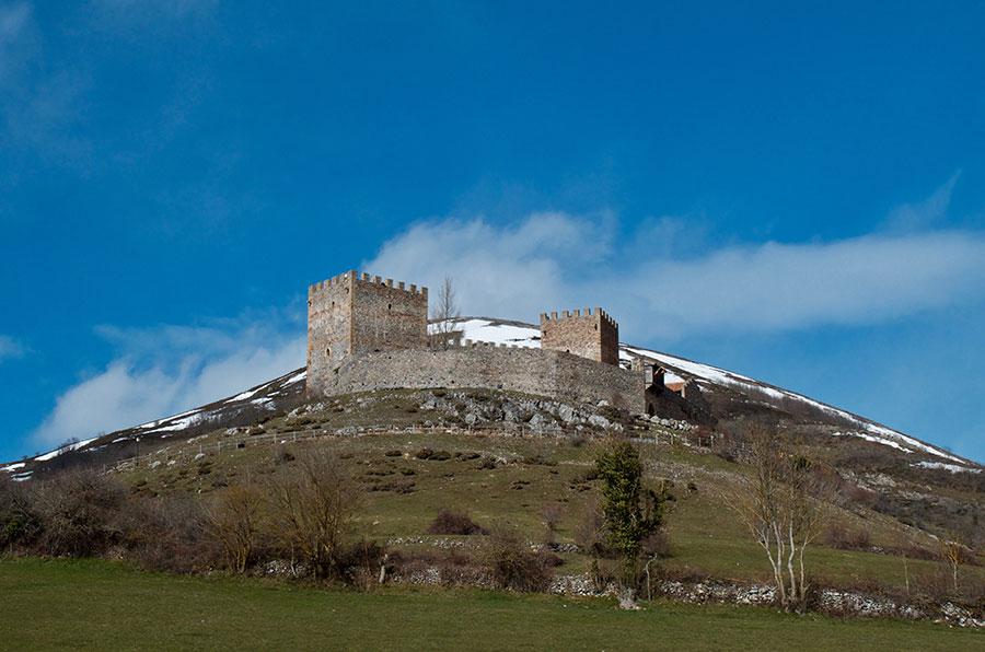 Al asalto de San Vicente, el castillo de Argüeso